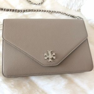 ✨Tory Burch Pearl Gray Leather Crossbody Clutch